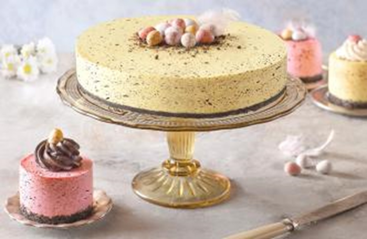 recipe image Speckled Mini Easter Egg Cheesecake