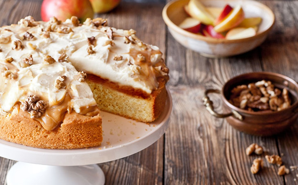 recipe image Apple Cake with Cream and Caramel