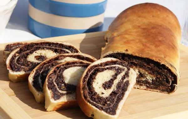 recipe image Chocolate Nut Roll
