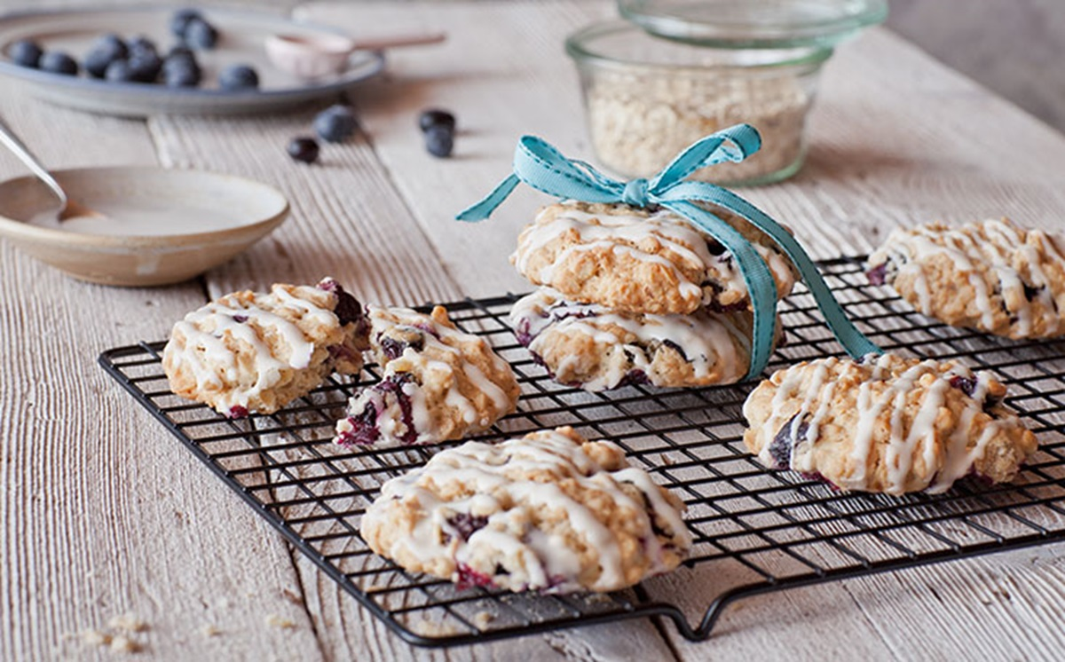 recipe image Oatmeal Cookies with Blueberries and White Chocolate