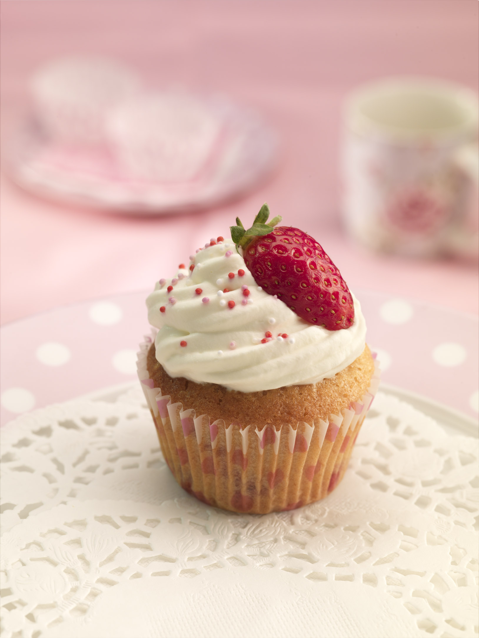 recipe image Strawberries and Cream Cupcakes
