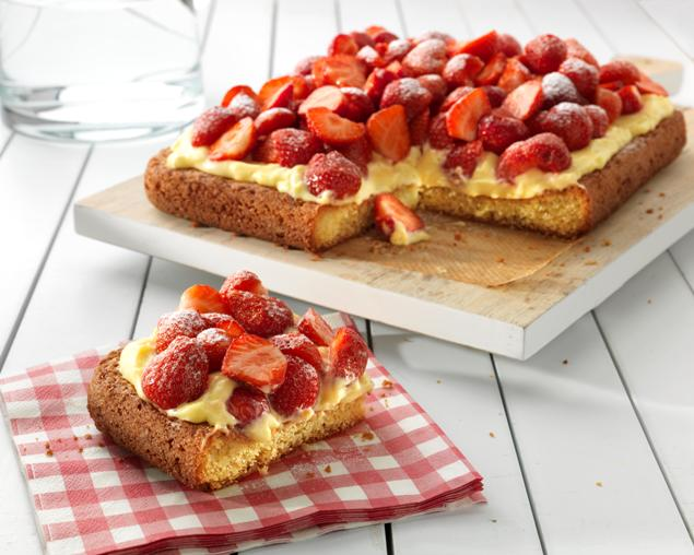 recipe image Strawberry Custard Cake