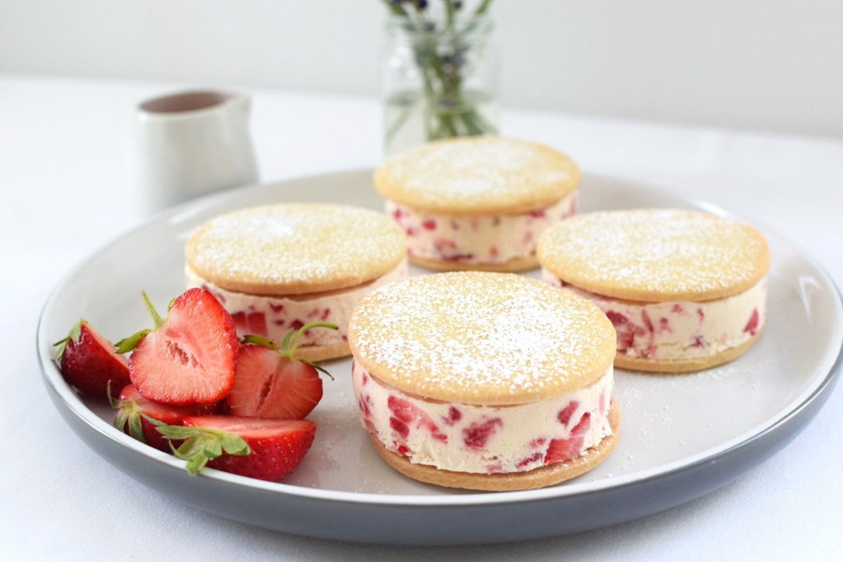 recipe image Strawberry Ice Cream Sandwich