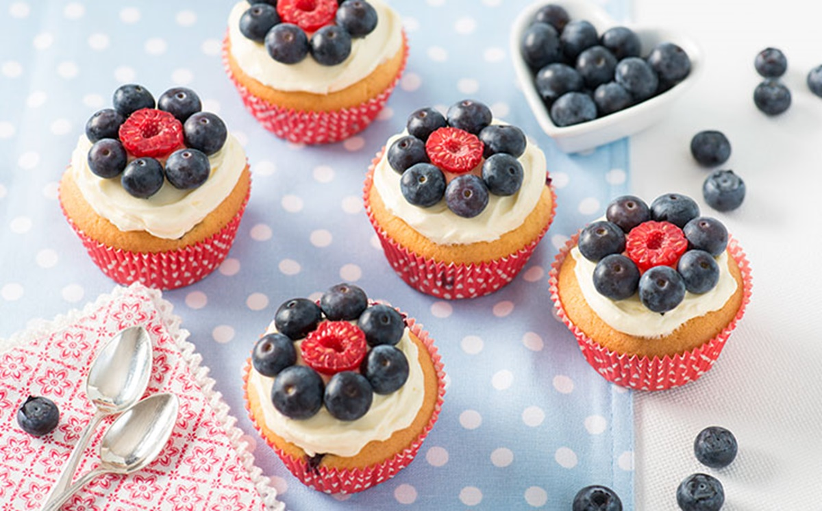 recipe image Blueberry Flower Cupcakes