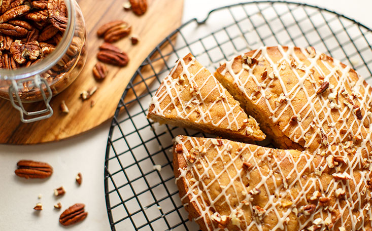 recipe image Maple Apple Pecan Cake